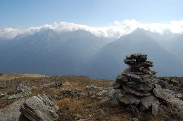 lungo un sentiero di montagna